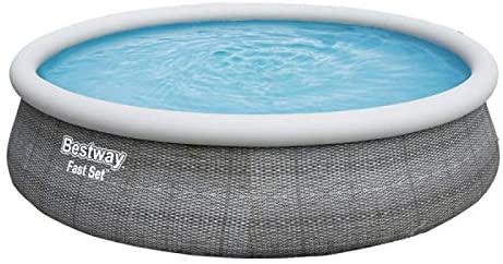 Kit complet piscine autoportée Bestway d'une dimension de 457 x 107 cm avec échelle, pompe, filtre et bâche de protection